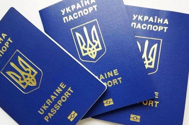 Украинцы смогут ездить в Россию только по загранпаспортам