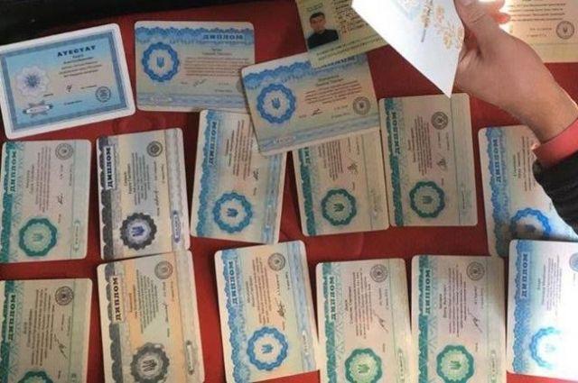 В Украине прекратят выдавать дипломы государственного образца