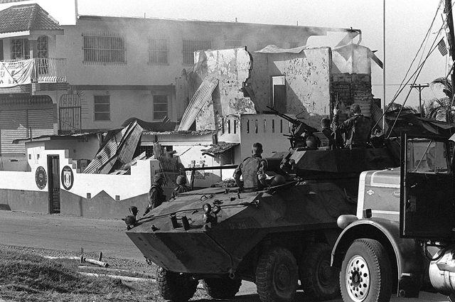 БМП LAV-25 Корпуса морской пехоты США в Панаме.