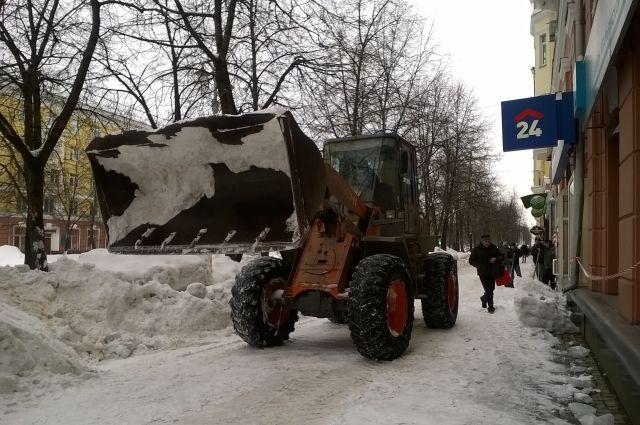 Коммунальщики регулярно отчитываются о количестве убранного снега.