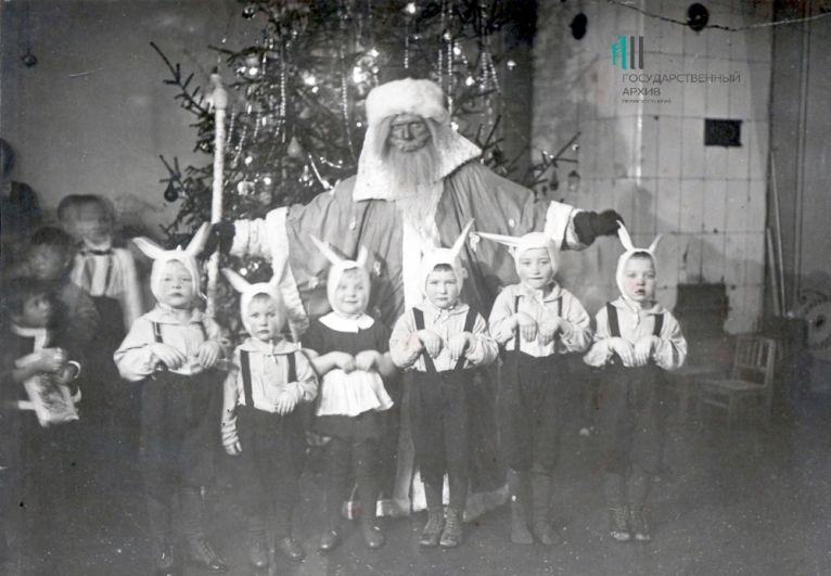Новогодняя ёлка в пермском детском доме. Пермь, январь 1947 года.