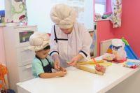 Многим детям угощение, сделанное своими руками, покажется особенно вкусным.