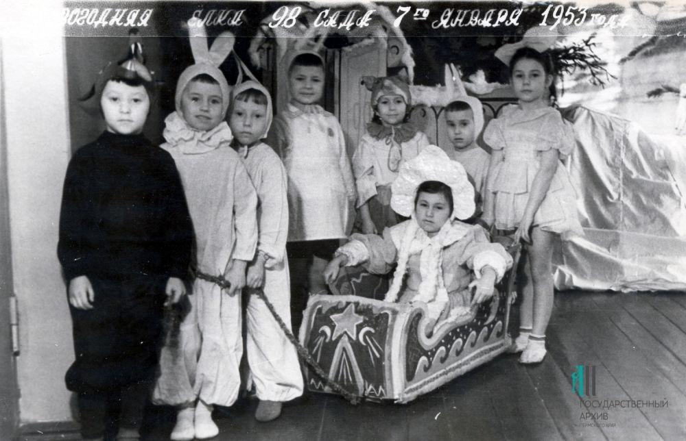 Новогодняя ёлка в детскому саду № 98, Пермь, 1953 год.