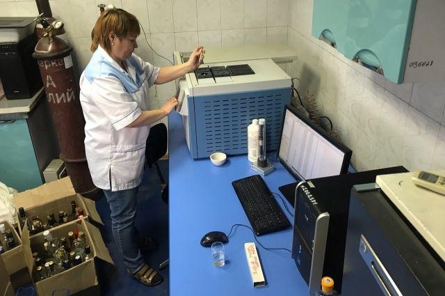 Метиловый спирт можно определить только в лаборатории.