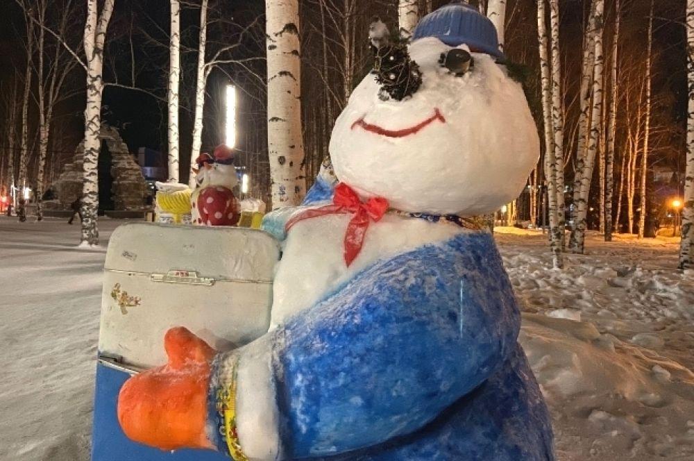 Главные номинации конкурса: «Семейка снеговиков» - снежные скульптуры, состоящие из двух и более фигур; «Снеговик-герой»: снеговики, представленные в образе героев сказок, фильмов, мультфильмов; «Динамичный снеговик» - скульптуры снеговиков в движении - сидячих, стоячих, танцующих; «Югорский снеговик» - скульптуры с символикой проекта «Ханты-Мансийск - Новогодняя столица России 2019-2020»