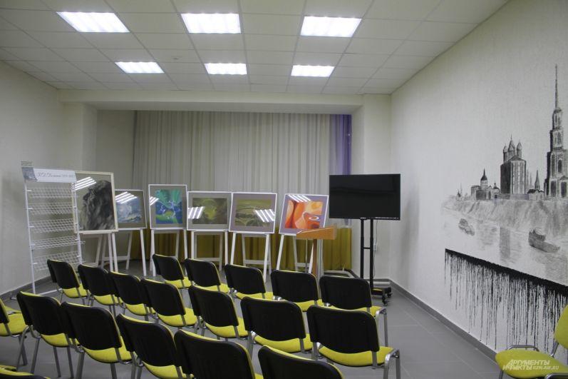 Это - Федоровский зал, в котором проходят тематические встречи и лекции.