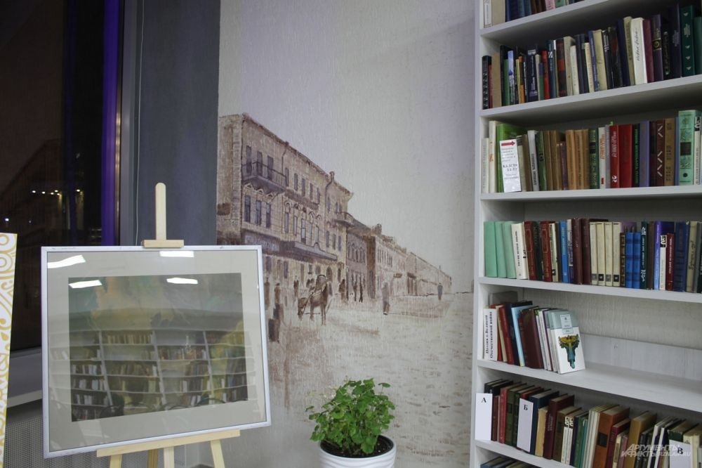 Автором картин на стенах стал рязанец Александр Синицын.