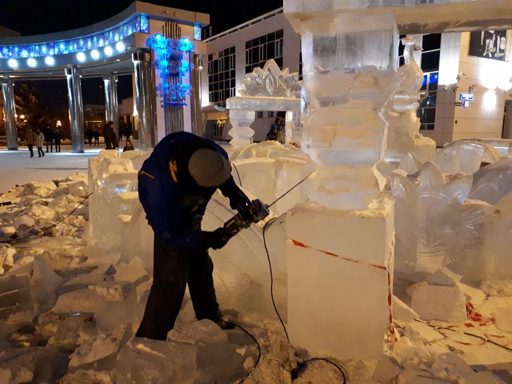 Центральной фигурой станет дворец Град-столица высотой девять метров.