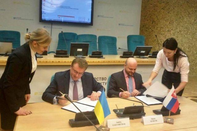 Украина и Словакия договорились разблокировать работу аэропорта Ужгорода