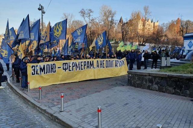 В семи областях Украины перекрыли дороги из-за рынка земли