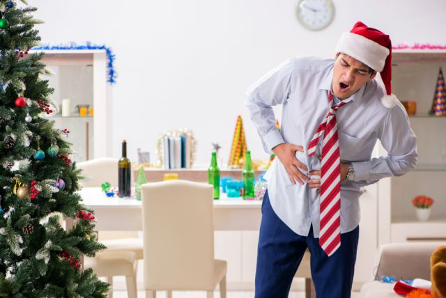 Отравленный Новый год. Что за праздничным столом приводит к проблемам ЖКТ