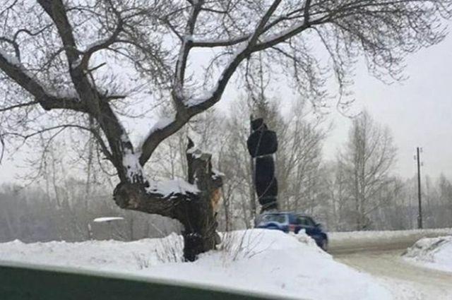 Мусор на дереве