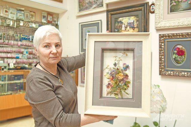 Жительница Солнцева Марина Новикова— основательница Центра творчества ирукоделия «Фея», где участники создают настоящие произведения искусства своими руками.