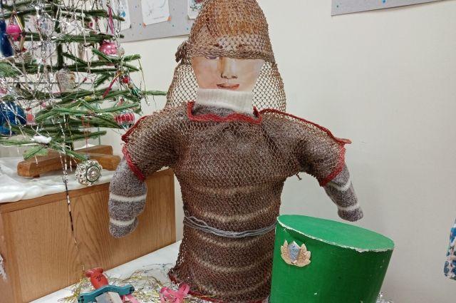 Кольчугу для костюма богатыря сделали из телеграфных проводов.