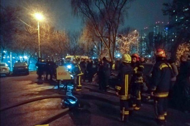 В Киеве произошел масштабный пожар в многоэтажке: есть жертвы