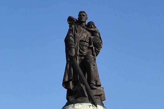 Памятник Воину-освободителю в берлинском Трептов-парке.