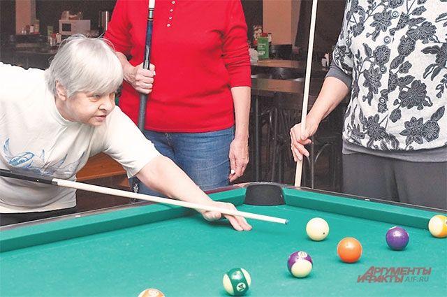 На этом занятии «Московского долголетия» только 50% составляют дамы, остальные – мужчины.