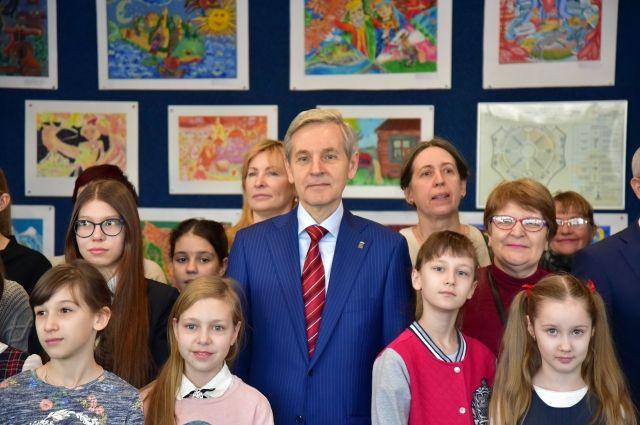 В тюменском цирке открылась выставка рисунков, посвященная Коньку-Горбунку