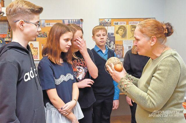 В музее уже более 600 экспонатов– их собирают во время экспедиций школьники, приносят ветераны.