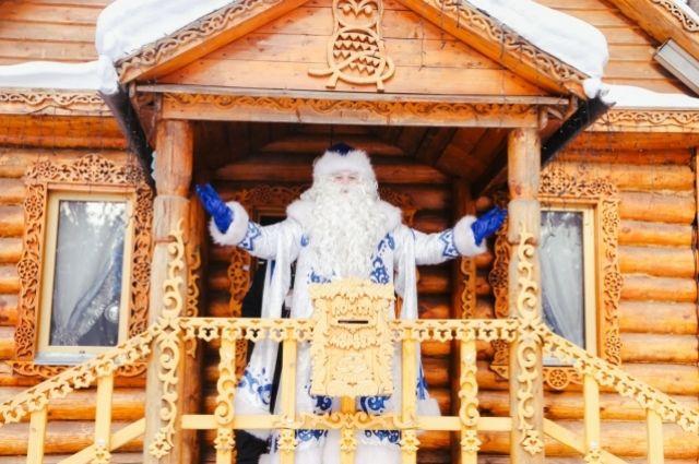 Кемеровское шествие тысячи дедов Морозов 26 декабря обещает стать самым массовым в России. Но главного кузбасского волшебника с резиденцией в «Томской писанице» никто не отменял.