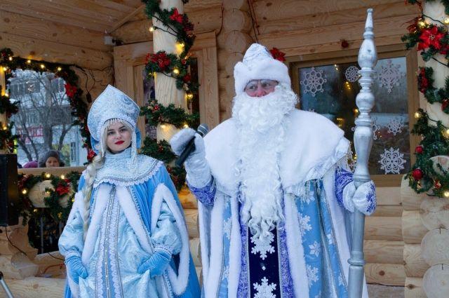На площади 400-летия Тюмени открыли резиденцию Деда Мороза