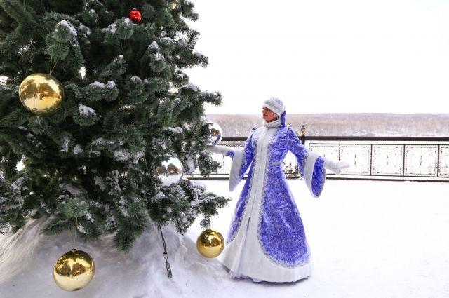 Резиденция Деда Мороза и атракционы будут работать ежедневно с 12:00 до 17:00 часов.