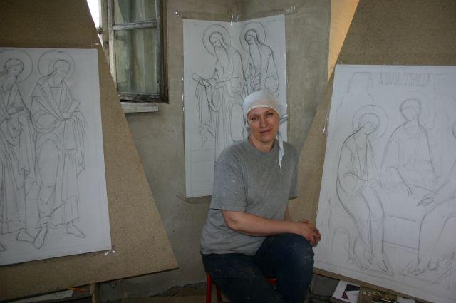 Елена Алёшина занимается иконописью уже больше 20 лет.