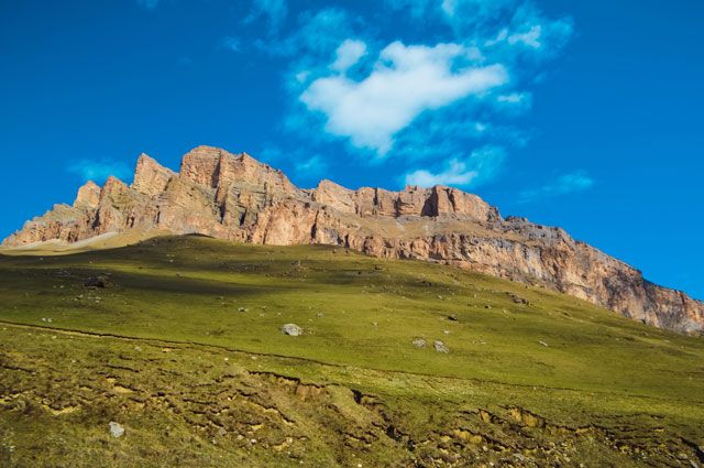 Одно из любимых мест туристов в Мостовском районе – гора Тхач.