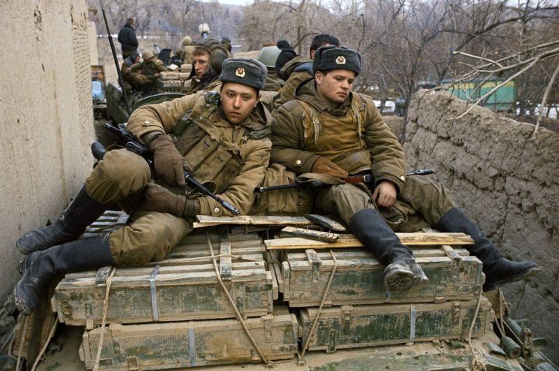 Механизированное подразделение советских войск в районе крепости Бала-Хиссар в Кабуле.