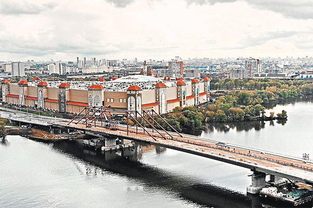Добраться до «Острова мечты»: от метро «Технопарк» по пешеходному переходу, на автомобиле – по мосту через Нагатинский затон.