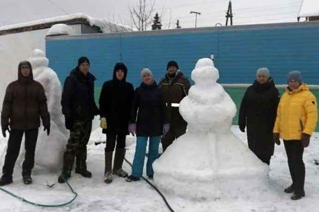 Фигуры из снега сломали в первую же ночь.