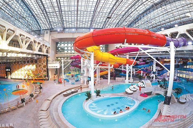 Площадь нового Дворца водных видов спорта – 51,8 тыс. кв. м, а это в 3 раза больше, чем старого бассейна.