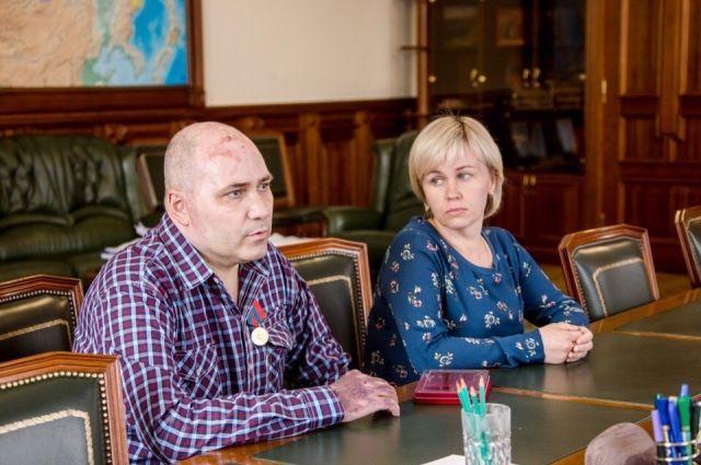 Евгений Крапивин награждён медалью за спасение своей семьи из огня.