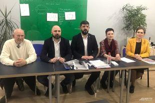 Адвокаты, защищающие супругов Бакшеевых, во время пресс-конференции в Краснодаре.