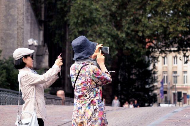 Гости из Поднебесной составляют половину всех иностранных визитеров Петербурга.