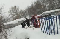 Устанавливать спортивное оборудованию не мешает и зима.