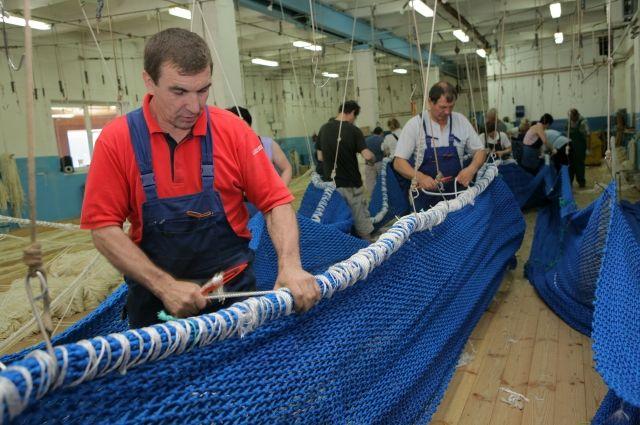 Компания работает 26 лет. Ежегодно изготавливает 150-170 тралов. Их заказывают рыбаки из 20 стран мира.