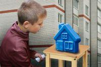 Мечта многих сирот, которые надеются получить от государства квартиру, кочует из года в новый год.