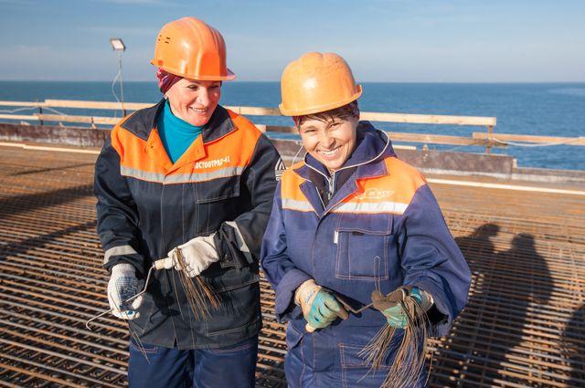 Надежда Владимирова (справа)