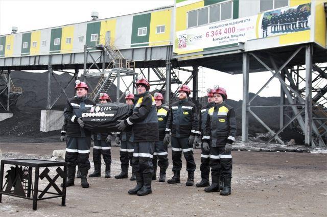 Прежний рекорд был установлен в 2017 году бригадой Героя Кузбасса Евгения Косьмина шахты имени В.Д. Ялевского.