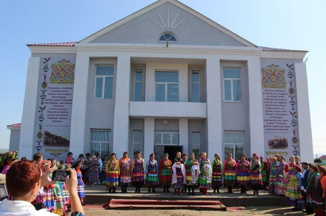 Дом культуры в селе Шаралдай теперь выглядит как абсолютно новый.