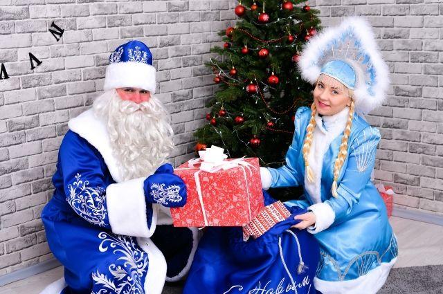 Он вправду настоящий!». Дед Мороз и Снегурочка раскрывают свои секреты |  ДОСУГ | АиФ Омск
