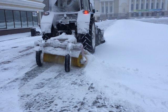 Для уборки снега в Тюмени задействовали более 500 единиц спецтехники