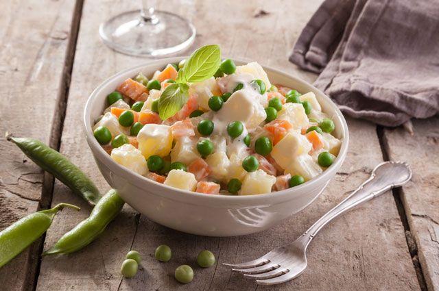 Эксперты МосГИК рассказали, как правильно хранить новогодние салаты