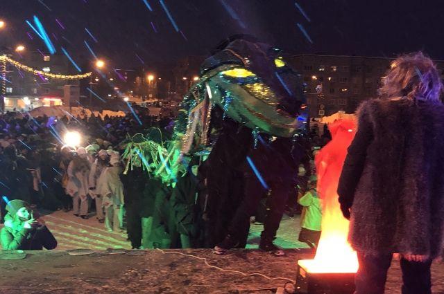 По преданию, в самую длинную ночь в году огромный Кувт, охраняющий под землёй несметные богатства, выползает на поверхность.