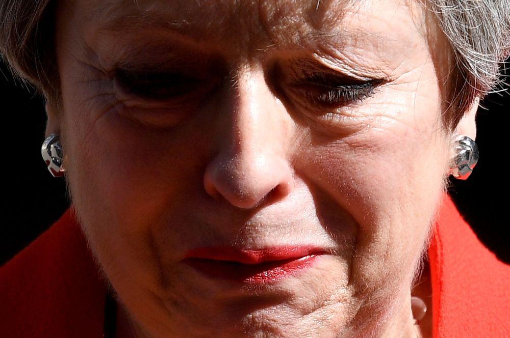 Премьер-министр Великобритании Тереза Мэй объявляет о своем уходе с поста лидера Консервативной партии. Уйти в отставку Мэй вынудили ее однопартийцы, в том числе члены правительства, которые остались недовольны ее обновленным соглашением с Евросоюзом по Brexit.