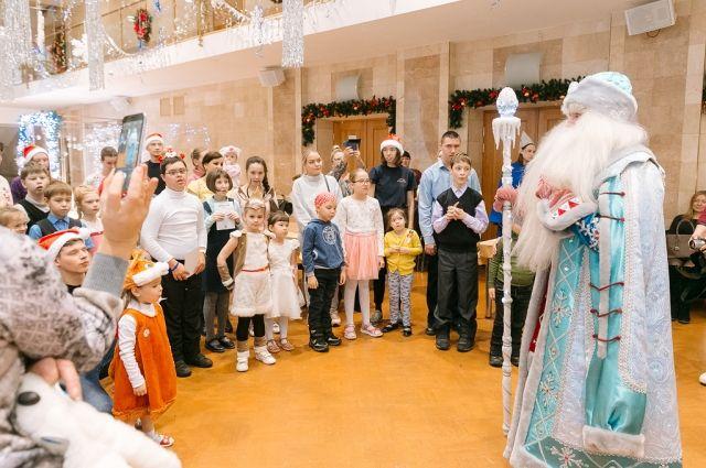 25 декабря в ДК имени Гагарина тоже прошло новогоднее детское празднование, но нестандартное.