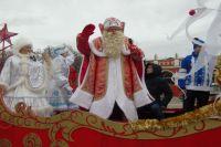 Главный Дед Мороз традиционно проехал по центральным улицам Калуги.