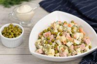 Новогодний стол-2020: чем так опасен салат «Оливье»