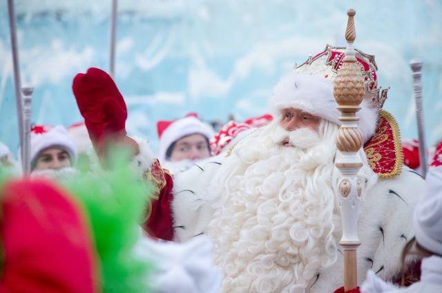 На площади Советов собрались 1 279 Дедов Морозов.